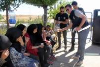 POLİS KÖPEĞİ - 54 Kişilik Otobüsten 118 Kaçak Göçmen Çıktı