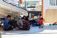 KUZEY EGE - Ayvalık'ta 126 Göçmen Yakalandı