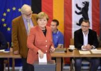 GENEL SEÇİMLER - Merkel Oyunu Kullandı