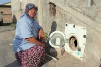 KURUKÖPRÜ - Bozulan Çamaşır Makinesinin Kapağını Kümesine Kapı Yaptı