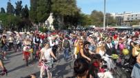 KURUÇEŞME - 'Süslü Kadınlar' Bisikletleriyle İstanbul Trafiğinde