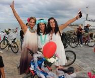 KURUPELIT - Süslü Kadınlar Bisikletleriyle Turladı