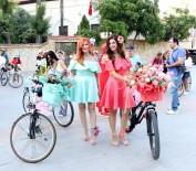 EVCİL HAYVAN - Süslü Kadınlar Caddeleri Çiçeğe Çevirdi