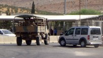 CİLVEGÖZÜ SINIR KAPISI - Askeri Araçlar Aralıklarla Geçiş Yapıyor