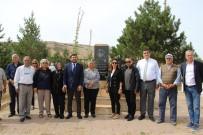 SİVAS VALİSİ - Beşiktaş Belediye Başkanı Hazinedar, Aşık Veysel'in Köyünü Ziyaret Etti