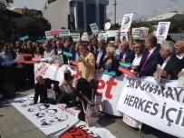 ADALET SARAYI - Cumhuriyet Gazetesi Yazar Ve Yöneticilerinin Yargılandığı Dava Öncesi Basın Açıklaması