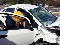 AHMET MEKİN - Edremit Yolunda Korkutan Kaza Açıklaması 2 Yaralı