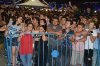 ALEYNA TİLKİ - Seyirciler sahneye hücum Etti, Aleyna Tilki kaçtı
