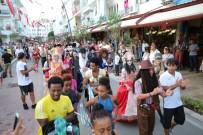 BULUTSUZLUK ÖZLEMI - Manavgat'ta Sokaklar Şenleniyor