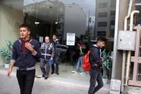 Polisler İnternet Kafede Yakaladığı Öğrencileri Okula Yolladı
