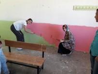 ÖĞRENCİ VELİSİ - Tadilat Yapan Öğretmenlerin Yardımına Veliler Yetişti
