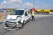 HALIL ÖZKAN - Bilecik'te Meydana Gelen Trafik Kazasında 1 Kişi Yaralandı