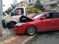 ÖZAY GÖNLÜM - Otomobil İle Kamyonet Çarpıştı Açıklaması 3 Yaralı