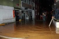 SARIYER BELEDİYESİ - Sarıyer'de Evler Sular Altında Kaldı Açıklaması Mahalleli İsyan Etti