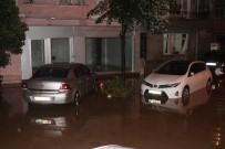 SARIYER BELEDİYESİ - Sarıyer'de Evler Sular Altında Kaldı