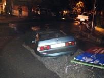 KANALİZASYON ÇALIŞMASI - Cadde ortadan ikiye ayrıldı, otomobili yuttu!