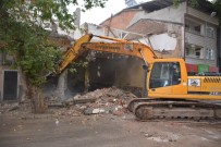 Zile Belediyesi Eski İtfaiye Binası Yıkıldı