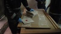 PRES MAKİNESİ - Ahşap Masa İçinde Uyuşturucu Sevkıyatı Polise Takıldı