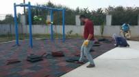 KİMYASAL MADDE - Akçakoca Belediyesi Anaokulu Bahçesine Kauçuk Zemin