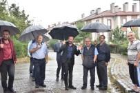 NEVZAT DOĞAN - Başkan Doğan'dan Yağmur Altından Mahalle Gezisi