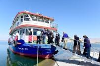 BARAJ GÖLÜ - Belediye Başkanı Çakır'dan Huzurevi Sakinlerine Tekne Gezisi Jesti