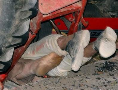 Erzincan'da devrilen traktörün altında sıkışan baba-oğul kurtarıldı