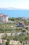 SAHİL YOLU - Erciş'te Park Çalışmaları Devam Ediyor