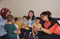 OYUNCAK BEBEK - Oyuncak Bebek Ve Araba Mutlu Olmalarına Yetti