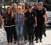 MAKYAJ MALZEMESİ - Evleri Uyuşturucu Merkezi Yapan Kadınlar Tutuklandı