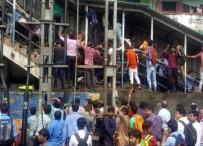 MUMBAI - Tren istasyonunda facia