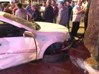 YOLCU MİNİBÜSÜ - İzmir'de Feci Kaza Açıklaması 3 Yaralı