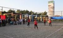 VOLEYBOL FEDERASYONU - Kent Tarihindeki İlk Kum Voleybolu Turnuvası Başladı