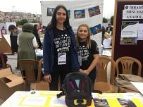 GÖRME ENGELLİ VATANDAŞ - Öğrencinin Görme Engelliler İçin Tasarladığı Çantaya Yoğun İlgi