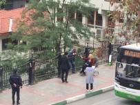 BENNUR KARABURUN - (ÖZEL HABER) 'Sokaklarda Yatıyorum, Evim Bile Yok' Dedi İntihar İçin Köprüye Çıktı, Milletvekili İkna Etti