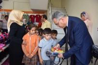 OKUL KIYAFETİ - Sosyal Yardım Merkezi'den Öğrencilere 'Okul Yardımı'