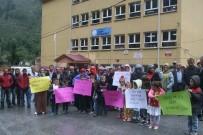 Trabzon'un Yomra İlçesi Madenli Mahallesinde Velilerin Taşımalı Eğitim Tepkisi
