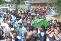 KIZ KARDEŞ - Bayram Tatili Yolculuğunda Ölen Çift Toprağa Verildi