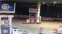 El Freni Çekilmeyen Otomobil Şans Eseri Kaza Yapmadan Akaryakıt İstasyonunda Tur Attı