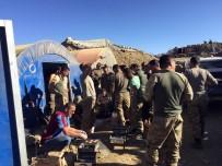 ABDULLAH ÖZER - Karadenizli Tır Şoföründen Mehmetçiklere Kato'da Akçaabat Köfte Ziyafeti