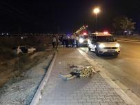 AHMET OĞUZ - Kontrolden Çıkan Otomobil Takla Attı Açıklaması 2 Ölü, 1 Yaralı