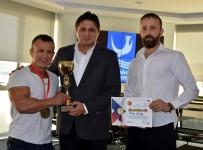 ŞAMPİYONLUK KUPASI - Aliağalı Şampiyondan Başkan Serkan Acar'a Ziyaret