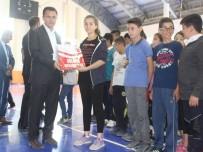 BAYAN VOLEYBOL TAKIMI - Bulanık Belediyesi Gençlere Forma Dağıttı