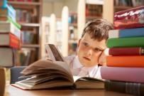 ÇALIŞAN ÇOCUKLAR - Dijital Dünyaya Yenik Düşen Çocuklar, Okulda Daha Çok Zorlanıyor