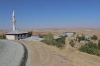 KÖY İMAMI - Günbalı Köyü Yol Ve Minareye Kavuştu