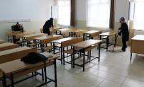 KOCABAŞ - Velilerden Okul Temizliği