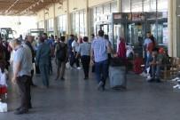 OTOBÜS ŞOFÖRÜ - Diyarbakır Otogarı'nda Dönüş Yoğunluğu
