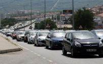 BOZARMUT - Muğla'da Tatilciler Uzun Kuyruklar Oluşturdu