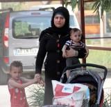 KADIN SIĞINMA - Suriyeli Kadın İle Çocukları Her Yerde Aranıyor