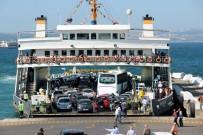 İSTANBUL DENIZ OTOBÜSLERI - Topçular Feribot İskelesi'nde Yer Yer Yoğunluk Yaşanıyor