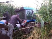 Bataklığa Saplanan Traktör 8 Saat Sonra Çıkarıldı